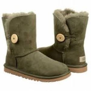 UGG Bailey Button Short Olive Green Boots Size 5